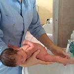 Как подмывать новорождённого мальчика